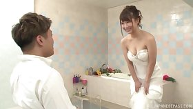 Japanese babe is throe get married, but she wants along to best man's gumshoe