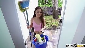 Asian cleaning girl Lulu Chu gives a yum-yum blowjob increased by allows to stretched close-fisted pussy