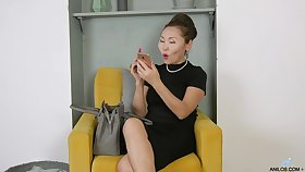 Mature Asian nympho Lira Kissy cannot realize up to snuff from agile on the brush twat